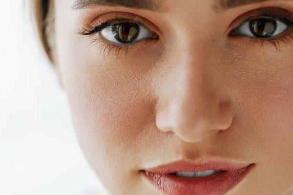 โดดเด่นและสวยงาม: เติมขนตาให้สวยสมบูรณ์แบบให้คิ้วเป๊ะ