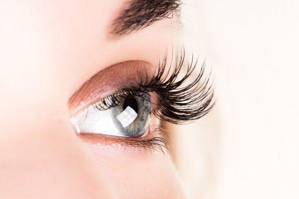เคล็ดลับการใช้ชีวิตด้วยการต่อขนตา