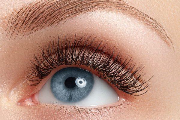 ตัวเลือกสำหรับขนตาที่ยาวขึ้น: การต่อขนตาอยู่อันดับไหน?
