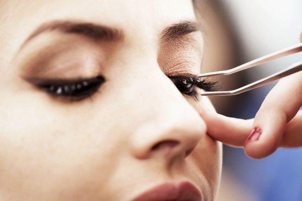 ทำไมการต่อขนตาแบบ DIY จึงไม่ใช่ตัวเลือกที่ดีที่สุด