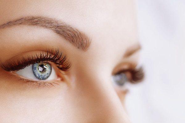 การต่อขนตา: การเสริมความงามที่ดูเป็นธรรมชาติ
